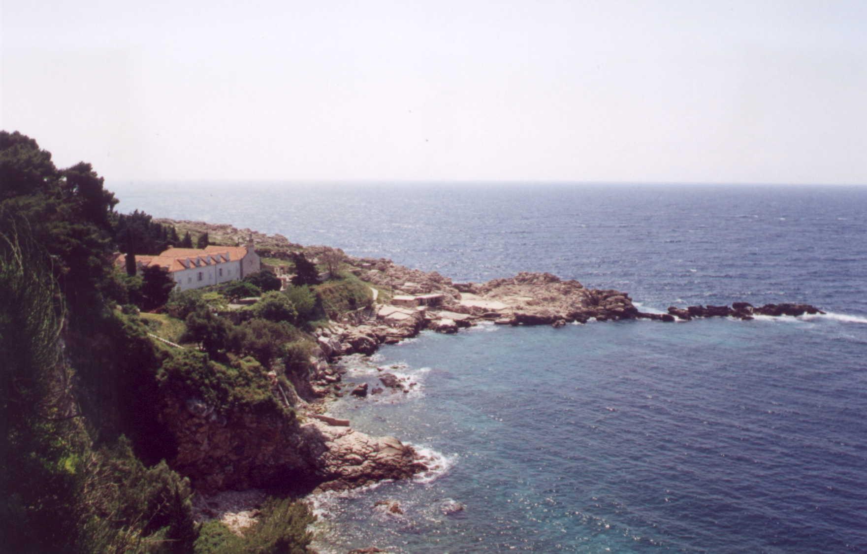 Pogled na poluotočić Danče – kuća Matica sestara franjevki s crkvom